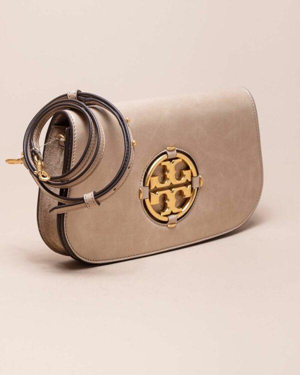 Tory Burch – Miller Clutch – Sac en cuir avec logo doré – rose
